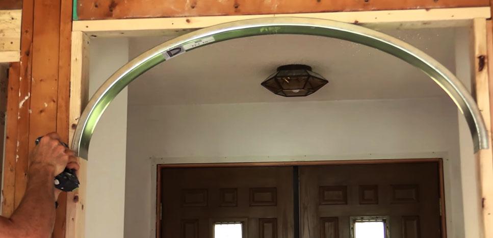 Готовый элемент арки из металлического профиля